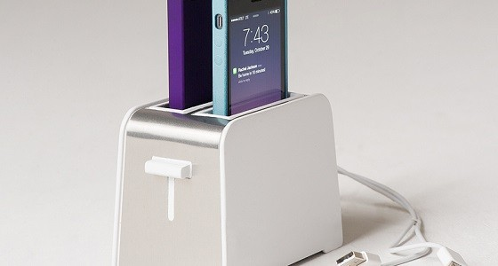 foaster iphone dock als toaster gadget f r apple und k chen freaks. Black Bedroom Furniture Sets. Home Design Ideas