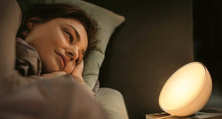 philips hue go heute mit 24 euro rabatt bei amazon. Black Bedroom Furniture Sets. Home Design Ideas