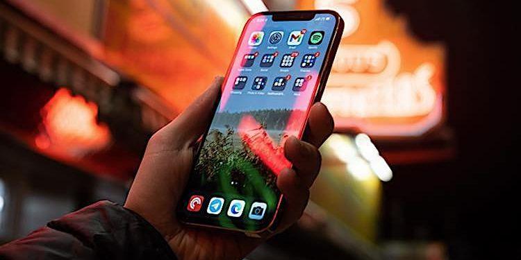 Apple: iPhone 13-Fertiger suchen dringend nach Mitarbeitern